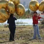 Edgar Castro soltando globos en Flyers